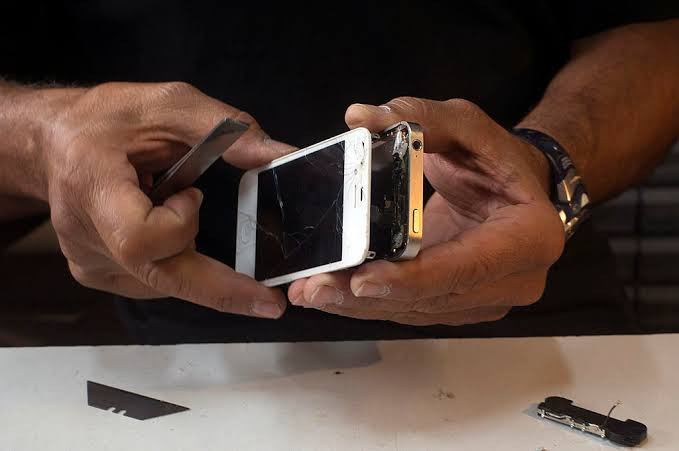 apple-repair-service-kampala